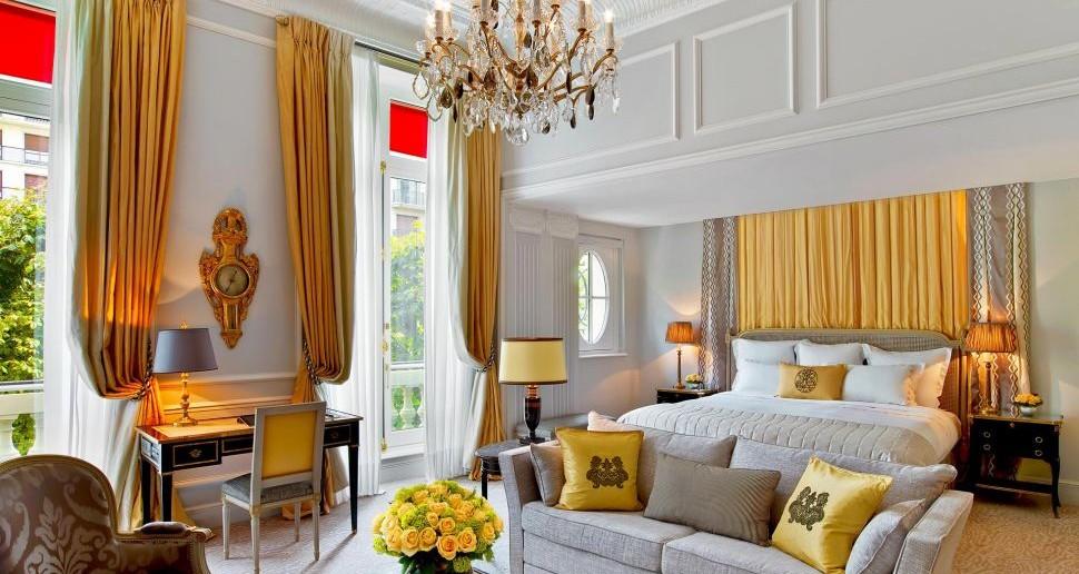 002795-04-Hotel-Plaza-Athenee---Junior-Suite-Prestige-214---HR---(c)-Eric-Laignel-3 (1)