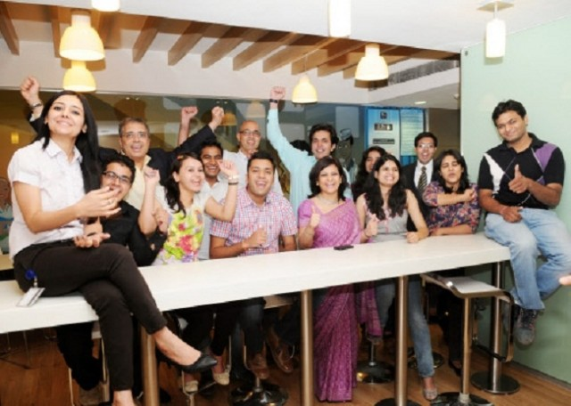 employees_of_american_express_india_1342426969_1342426986_640x640